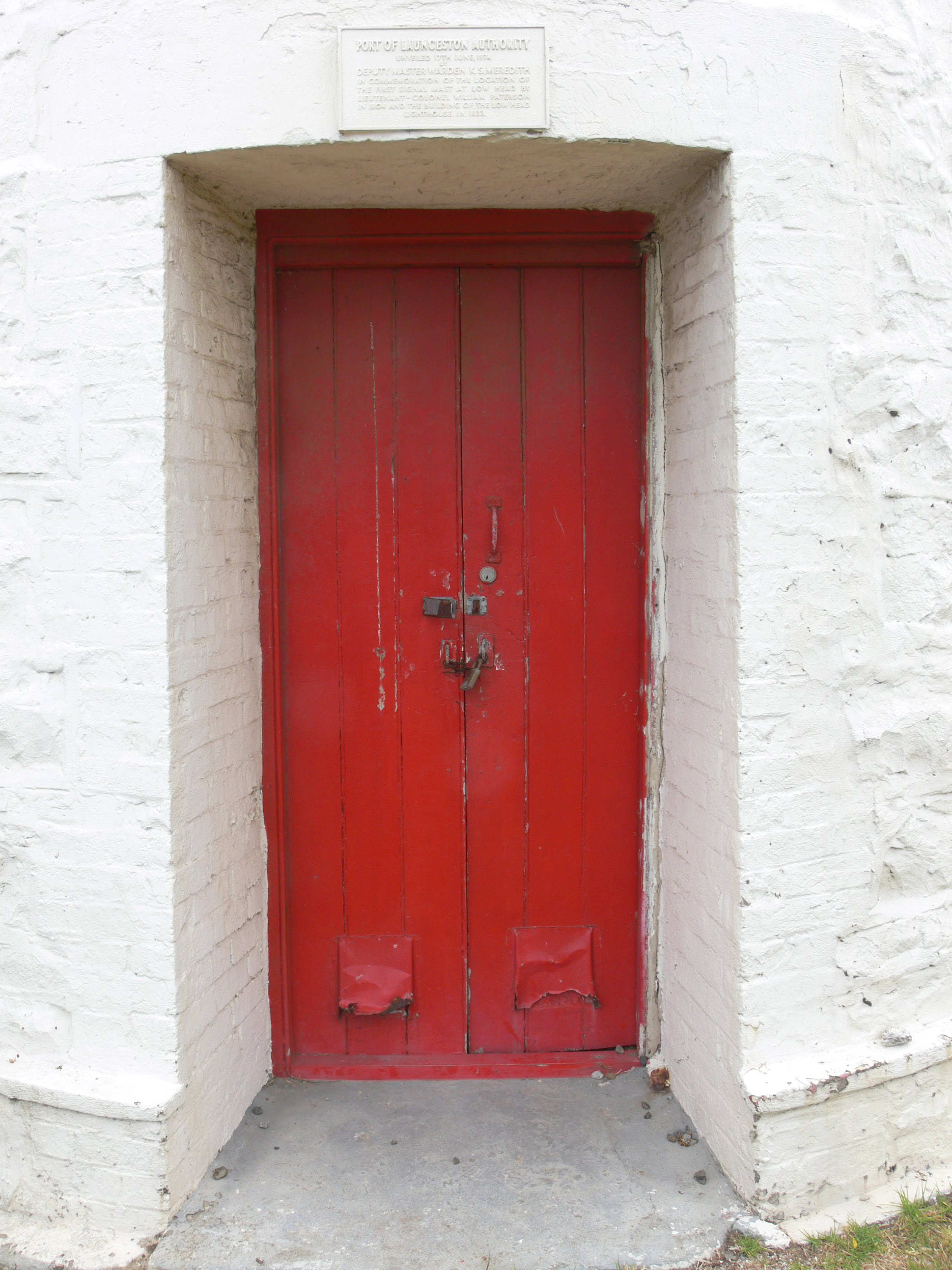 If this door could talk what tales would it tell? & The Romance of Lighthouses | Jane Jolly Pezcame.Com